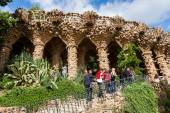 Mural art in the Park Guell in Barcelona, Spain — Stock Photo