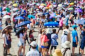 Crowd of waiting tourists out of focus — Stock Photo
