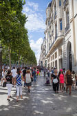 Shopping people at the Champs Elysees in Paris, France — Stock Photo