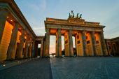 Brandenburg Gate in Berlin at dawn — Stock Photo