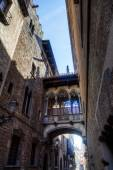 Archway in the historical Gothic Quarter in Barcelona, Spain — Stock Photo