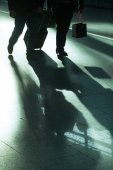 Traveling people at an airport in backlit — Stock Photo