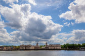 View of the Royal Naval College in Greenwich from the other side of Thames — Stock Photo