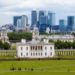 View from Greenwich Hill to Queens House with the skyline of Canary Wharf behind — Stock Photo #56110287