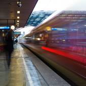 Railroad traffic in motion blur at a platform of a railroad station — Stock Photo
