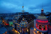 Rooftop view of Paris at night with illuminated historical buildings — Stockfoto