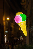 Neon sign of an ice cream shop at night — Stock Photo