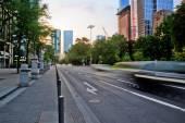 Scena della via di Frankfurt am Main, Germania, con traffico in movimento mosso — Foto Stock