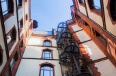 Patio in the famous warehouse district of Hamburg, Germany — Stock Photo