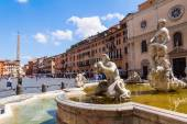 Piazza Navona with fountain and old sculptures in Rome, Italy — Stock Photo