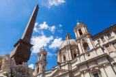 Obelisque and an old church at the Piazza Navona in Rome, Italy — Stock Photo