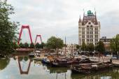 "View of the old harbour with the ""Witte Huis"" in Rotterdam, Netherland — Stock Photo"