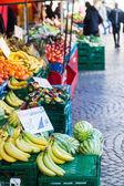 Mercato di frutta e verdura — Foto Stock