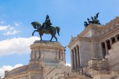 Equestrian monument in front of the Vittoriano in Rome — Stock Photo