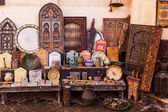 Moroccan antiquities at a store in the souks of Marrakesh, Morocco — Stock Photo