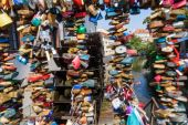 Love locks at the devils creek in Prague, Czechia — Foto Stock