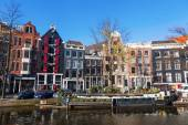 Typical scene at a historical canal in Amsterdam, Netherlands — Stock Photo