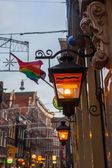 Old street lamps in the old town of Amsterdam, Netherlands — Zdjęcie stockowe