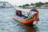 Traditional boat on the Chao Phraya river in Bangkok, Thailand — Stock Photo