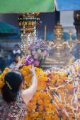 People at the Erawan Shrine in Bangkok, Thailand — Stock Photo