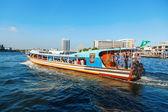 Traditional boat on the Chao Phraya river in Bangkok — Stock Photo