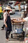 Street scene with a roadside cook shop in Chinatown, Bangkok — ストック写真