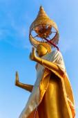 Golden Buddha at Wat Phichaiyat Worawihan in Bangkok, Thailand — Foto de Stock