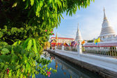 Khlong at Wat Phichaiyat Worawihan in Bangkok, Thailand — Stock Photo