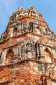 Ancient tower at Wat Ratchaburana, the ruin of a temple in the Ayutthaya historical park, Thailand — Foto Stock