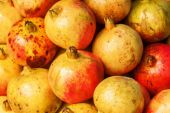 Pomegranate fruits at a market stall — Foto Stock