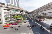 Street scene in Silom district, Bangkok, Thailand — Stok fotoğraf