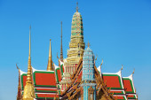 Spires of the Wat Phra Kaew temple in Bangkok, Thailand — Stock Photo