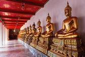 Golden Buddha statues at Wat Pho tempel in Bangkok, Thailand — Foto Stock