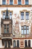 Antique facade at a historical building at the Old Town Square in Prague, Czechia — 图库照片