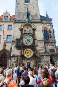 Spectators at the historical City Hall Tower with the famous astromical clock in Prague, Czechia — Stock Photo