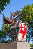 Dragon sculpture with the crest of the City of London in London, UK — Foto Stock