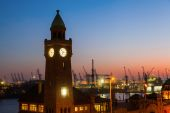 Water level tower at the St Pauli Piers in Hamburg, Germany, at night — Stock Photo