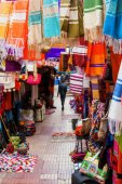 Colorful drapery shops in the UNESCO protected souks of Essaouira, Morocco — Stock Photo