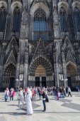 Crowd of people in front of the Cologne Cathedral in Cologne, Germany — Stock Photo