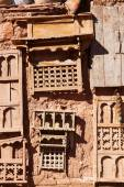 Mud walled house in Morocco with antiquities hanging at the wall — Stock Photo