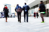 Commuters in motion blur in a modern city — Stockfoto