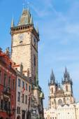 Historical City Hall Tower with the famous astronomical clock and Church of Our Lady before Tyn at the Old Town Square in Prague, Czechia — Stock Photo