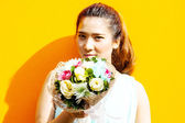 Asian lady in dress suite hold bouquet — Stock Photo