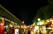 ナイト バザールで blured 買い物客がタイを市場します。 — ストック写真