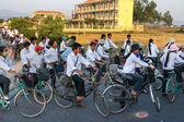 Vietnamese secondary school boys and girls — Stock Photo