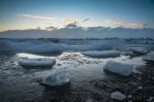 Glacier ice lagoon during sunset in Jokullsarlon, Iceland — Stock Photo