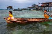 Sea gypsies on the Borneo Island — Stock Photo