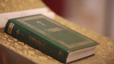 Closeup of Holy bible Russian language. Sequence — Stock Video