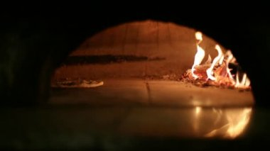 Flatbread cooked in the oven — Stockvideo