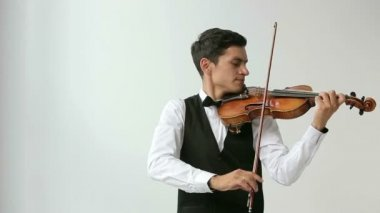 Latino violinist man on a white background. — Stock Video